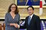 La commissaire européenne au commerce, Cecilia Malmström et le ministre japonais des affaires étrangères, Fumio Kishida, à Tokyo, le 30 juin.