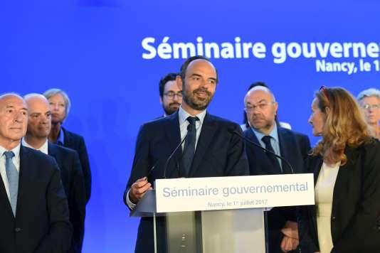 Le premier ministre Edouard Philippe entouré de son gouvernement, le 1er juillet à Nancy.