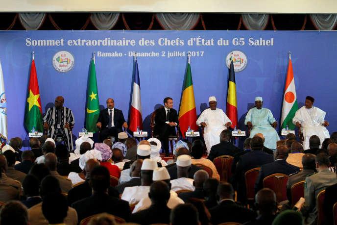 Les présidents des pays du G5 Sahel et le président français, Emmanuel Macron, le 2 juillet 2017 à Bamako (Mali), à l'occasion du lancement de la force conjointe anti-terroriste dans le Sahel.