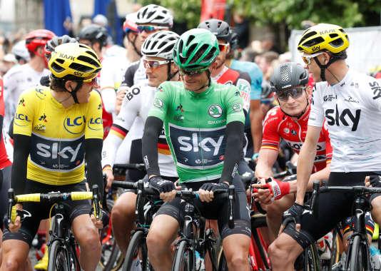 Les coureurs de la Sky Vasil Kiryienka,Geraint Thomas et Christopher Froome, au départ de la seconde étape, le 2 juillet.