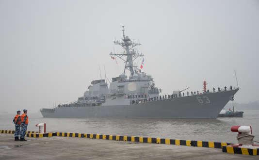 Le navire de guerre américain «USS Stethem» au port militaire de Wusong, à Shanghaï, le 16novembre 2015.