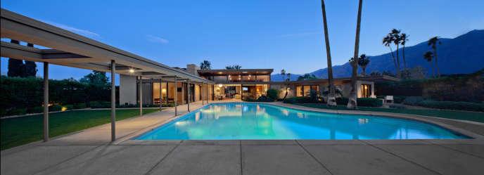 La maison de Frank Sinatra, à Palm Springs, avec sa piscine en forme de piano.