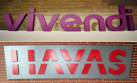 Logos du groupe de médias Vivendi et du groupe de communication Havas, à Paris, le 12mai 2017.