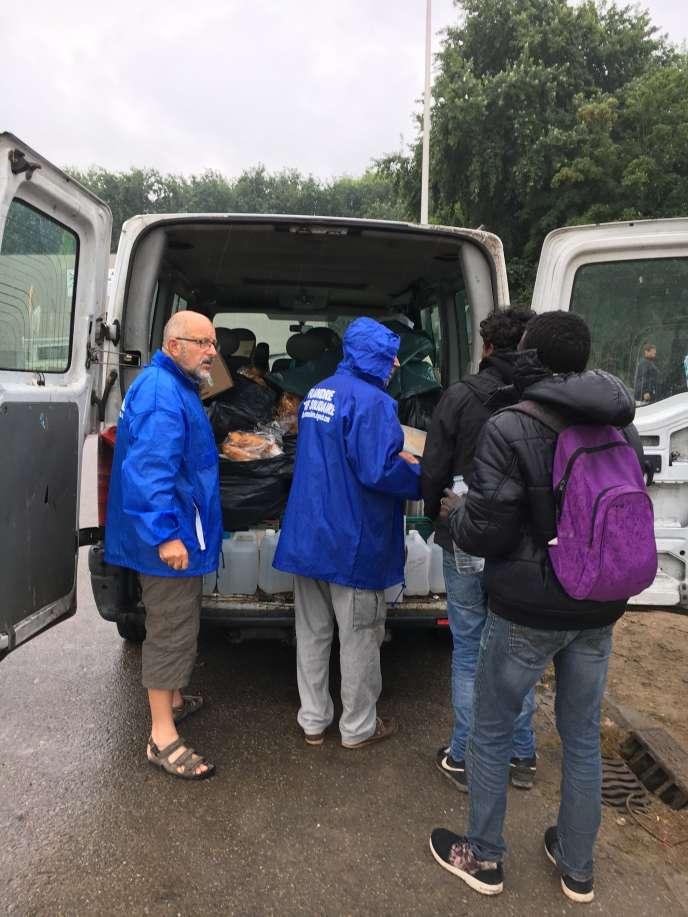 Des bénévoles de Flandres terre solidaire viennent régulièrement donné un coup de main à l'association Salam.