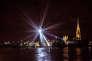 «Mille spéculations» de Michel de Broin. Une oeuvre sous la forme d'une boule à facettes géante de 7,9 mètres de diamètre composée de mille miroirs.