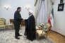 Le PDG de Total, Patrick Pouyanné, avec le président iranien Hassan Rouhani, a signé à Téhéran, lundi 3 juillet, un contrat de 2 milliards de dollars (1,75 milliard d'euros) pour la première phase de développement d'un important champ gazier offshore.