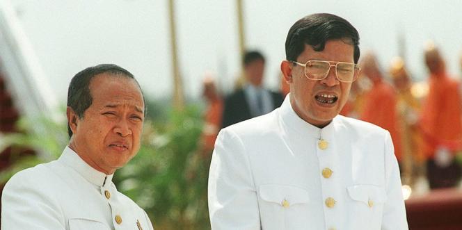 Norodom Ranariddh et Hun Sen, alors co-premiers ministres du Cambodge, en février 1997.