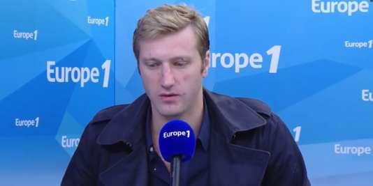 Le journaliste Samuel Forey au micro d'Europe 1, le 30 juin.