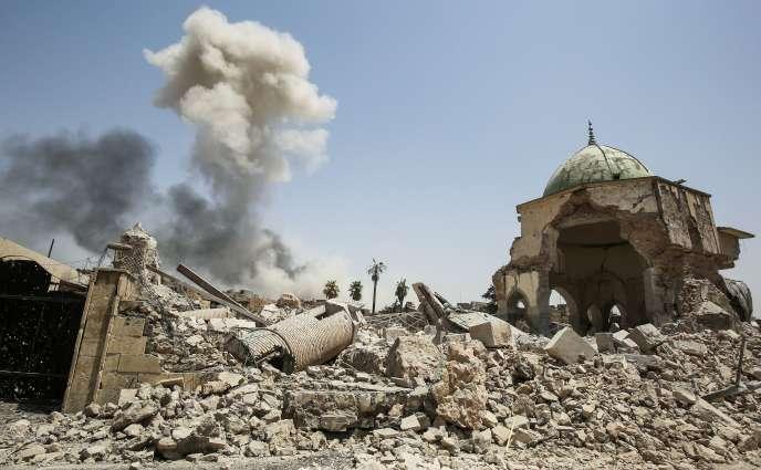 Les ruines de la mosquée Al-Nouri, dans la vieille ville de Mossoul, en juillet 2017, après la reprise de la ville.