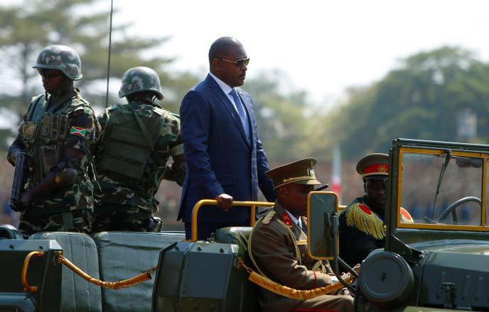 Le président du Burundi, Pierre Nkurunziza, arrive aux célébrations marquant le 55e anniversaire de l'indépendance du pays, au stade du Prince Louis Rwagasore, à Bujumbura, le 1er juillet.