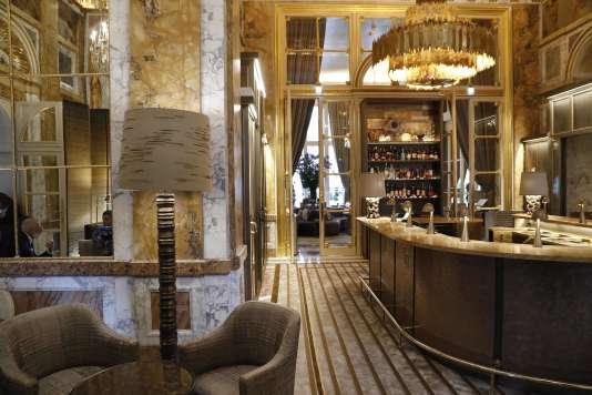 Au bar Les Ambassadeurs de l'hôtel deCrillon, à Paris, un brunch littéraire réunissait plusieurs écrivains dont Laurence Debray, Constance Debré, Nathalie Azoulai et Colombe Schneck, le 3 juin.