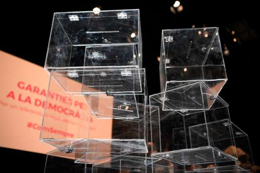 Des urnes, lors de la présentation de la proposition de loi organisant le référendum d'autodétermination catalan, à Barcelone, le 4 juillet.