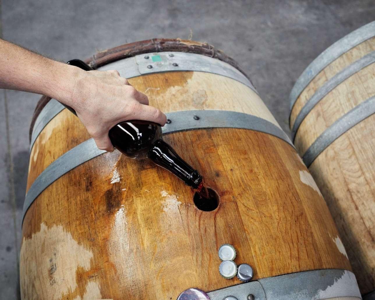 L'élévage en fût de chêne nécessite de recourir à l'ouillage,consistantà ajouter du liquide pour compenser l'évaporation.