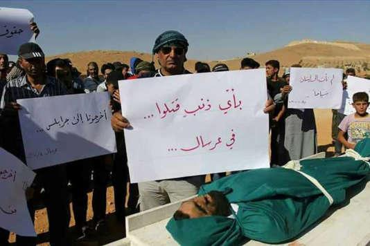Manifestation devant le corps d'un Syrien, le 4 juillet à Ersal.