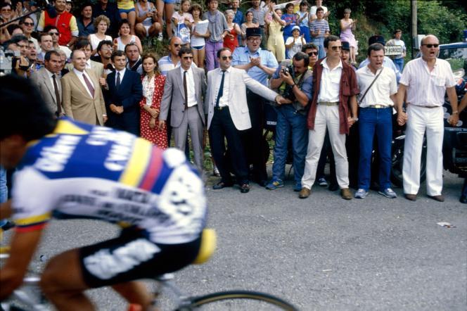 François Mitterrand et Jean Glavany, dans l'Isère, lors d'une étape du Tour de France entre Morzine et Lans-en-Vercors, en 1985.