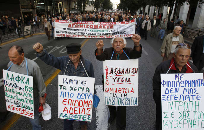 Des retraités manifestent contre les mesures d'austérité du gouvernement, à Athènes (Grèce), le 7 décembre 2010.