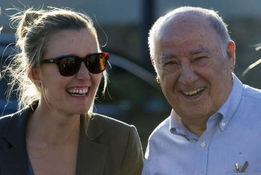 Le président et fondateur du groupe Zara (d), Amancio Ortega Gaona, avec sa fille Marta Ortega à Arteixo, le 31 juillet 2016.