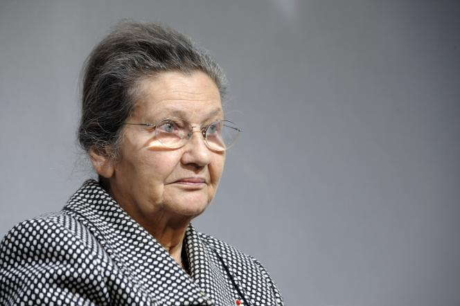 Simone Veil a notamment laissé, en 1975, son nom à la loi légalisant l'interruption volontaire de grossesse (IVG).
