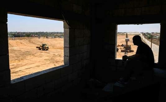 Des bulldozers palestiniens à Rafah (sud de la bande de Gaza). Le Hamas a lancé le chantier d'une zone démilitarisée le long de la frontière égyptienne.