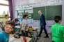 Le ministre de l'éducation Jean-Michel Blanquer rend visite à une classe de l'école Paul Claudel à Tourcoing (Nord), le 26 juin.