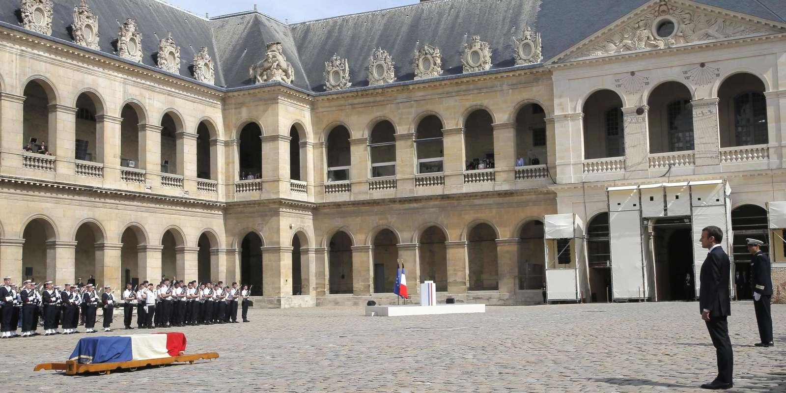 Le président de la République, Emmanuel Macron, a salué, lors de l'éloge funèbre, «cette vie de femme [qui] offre des victoires éclatantes qu'aucune autre qu'elle n'aurait su remporter», mercredi 5 juillet, aux Invalides