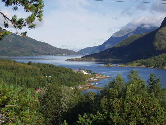 Il y a au minimum six traversées en ferry à prévoir sur la Kystriksveien.