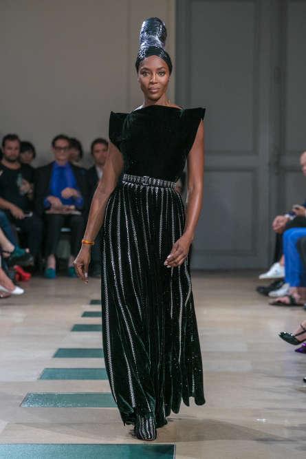 Naomi Campbell, lors du défilé Alaïa haute couture automne-hiver 2017-2018 présenté en marge du programme officiel, à Paris, en juillet 2017.