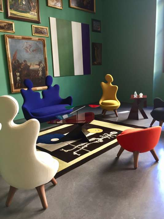 Vincent Darré, le décorateur parisien, a posé ses meubles loufouques dans le Musée d'art de Toulon.