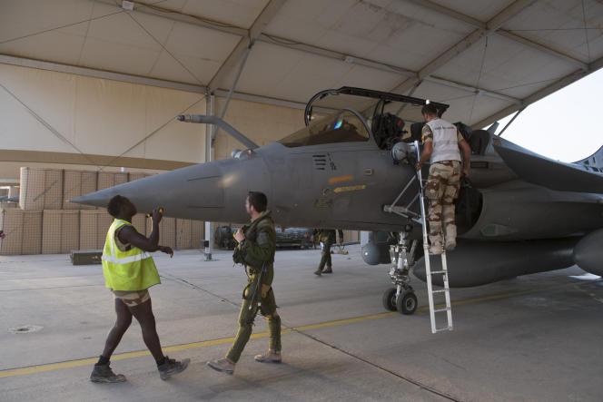 A la base française de Jordanie, le 27 juin. Les pilotes partent en mission de nuit à Rakka.