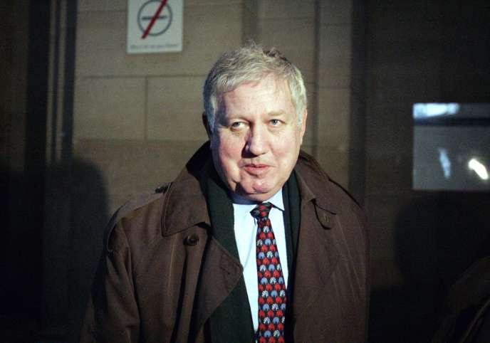 L'ancien directeur de cabinet, Gilles Ménage, à la sortie d'un tribunal à Paris, le23février2005.