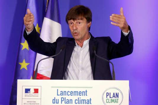 «Derrière la décision européenne sur les perturbateurs endocriniens comme derrière l'immobilisme sur la réforme du marché des quotas se cache en réalité la puissance de l'industrie outre-Rhin» (Nicolas Hulot présente son« plan climat, le 6 juillet, à Paris).
