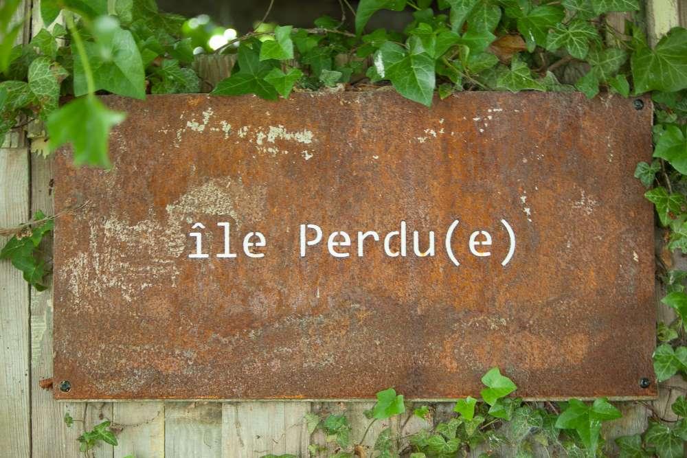 Nommée du nom des anciens propriétaires, cette île fait l'objet d'une restauration paysagère et artistique. Après l'île Perdu(e), l'île (bientôt) retrouvée?
