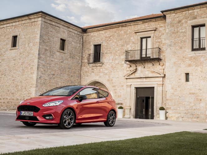 La Ford Fiesta a été rallongée de 7 cm, ce qui porte sa longueur à 4,04 m.