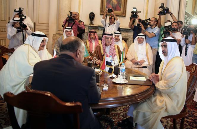Les ministres des affaires étrangères bahreïni, égyptien, saoudien et émirati, au Caire, le 5 juillet.