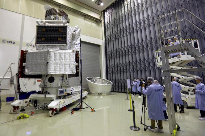 La sonde BepiColombo dans les laboratoires de l'ESA àNoordwijk, aux Pays Bas, en juillet 2017.
