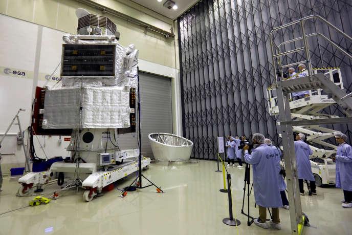 Die BepiColombo-Sonde in ESA-Labors in Noordwijk, Niederlande, im Juli 2017.