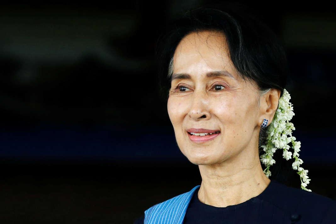 De facto à la tête de la Birmanie depuis le 1er avril 2016, la ministre des affaires étrangères et conseillère d'EtatAung San Suu Kyi commémore l'assassinat de son père. Photo prise à Naypyidaw, capitale du pays,le 6juillet 2017.