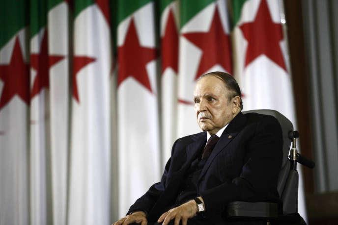 Abdelaziz Bouteflika lors d'une cérémonie à Alger le 28 avril 2014.
