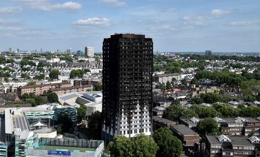 La Grenfell Tower, dans l'ouest de Londres, le 16 juin.