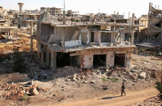 Un combattant rebelle dans les rues de la ville de Deraa, dans le sud de la Syrie, ke 22 juin 2017.