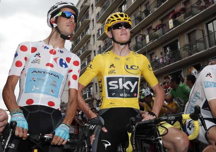 Lors du passage du Critérium du Dauphiné Libéré au mont du Chat, Fabio Aru (à gauche) était passé en tête en sommet, devant Christopher FroomeREUTERS/Benoit Tessier