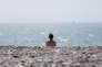 « Seulement 62 % des salariés de l'Hexagone prennent tous, ou presque tous, leurs jours de congés payés, selon un sondage réalisé par YouGov en 2015» (Photo: vacancière sur une plage du Havre, en Normandie, en 2016).
