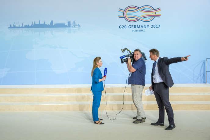 «Dans la volonté de renouveau de La République en marche il y a l'idée que toutes les institutions sont en crise. On peut imaginer que la presse n'échappe pas à cette volonté». (Photo : Réunion des chefs d'Etat et de gouvernement des pays membres du groupe du G20 à Hambourg (Allemagne), vendredi 7 juillet.