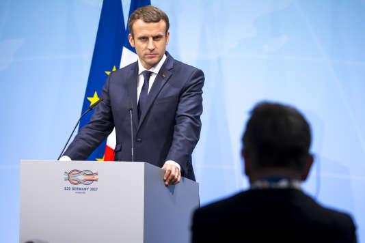 Emmanuel Macron donne une conférence de presse à la fin de la réunion des chefs d'Etat et de gouvernement des pays membres du groupe du G20 à Hambourg, le 8 juillet.
