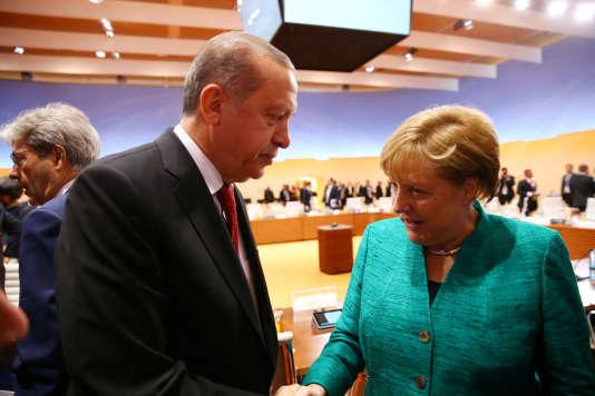 Le président turc Recep Tayyip Erdogan avec la chancelière allemande Angela Merkel, àHambourg, le 8 juillet 2017.