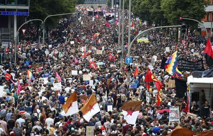 Manifestation à Hambourg, où se tient le sommet du G20, le 8 juillet.