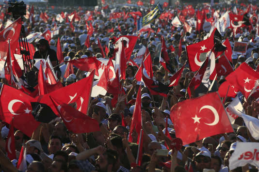 Les supporteurs de Kemal Kiliçdaroglu, le 9 juillet, à Istanbul.