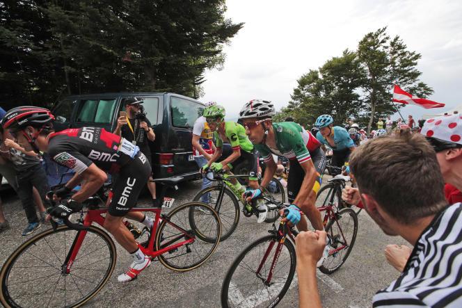 Derrière Richie Porte, Fabio Aru lors de la 9e étape entre Nantua et Chambéry. (AP Photo/Christophe Ena)
