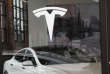 Vitrine du concessionnaire de voitures électriques Tesla, à Brooklyn (New York), le 4 avril.