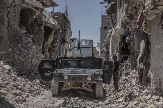 Un Humvee des forces spéciales irakiennes dans la zone de la vieille ville de Mossoul, Irak, le 30 juin.